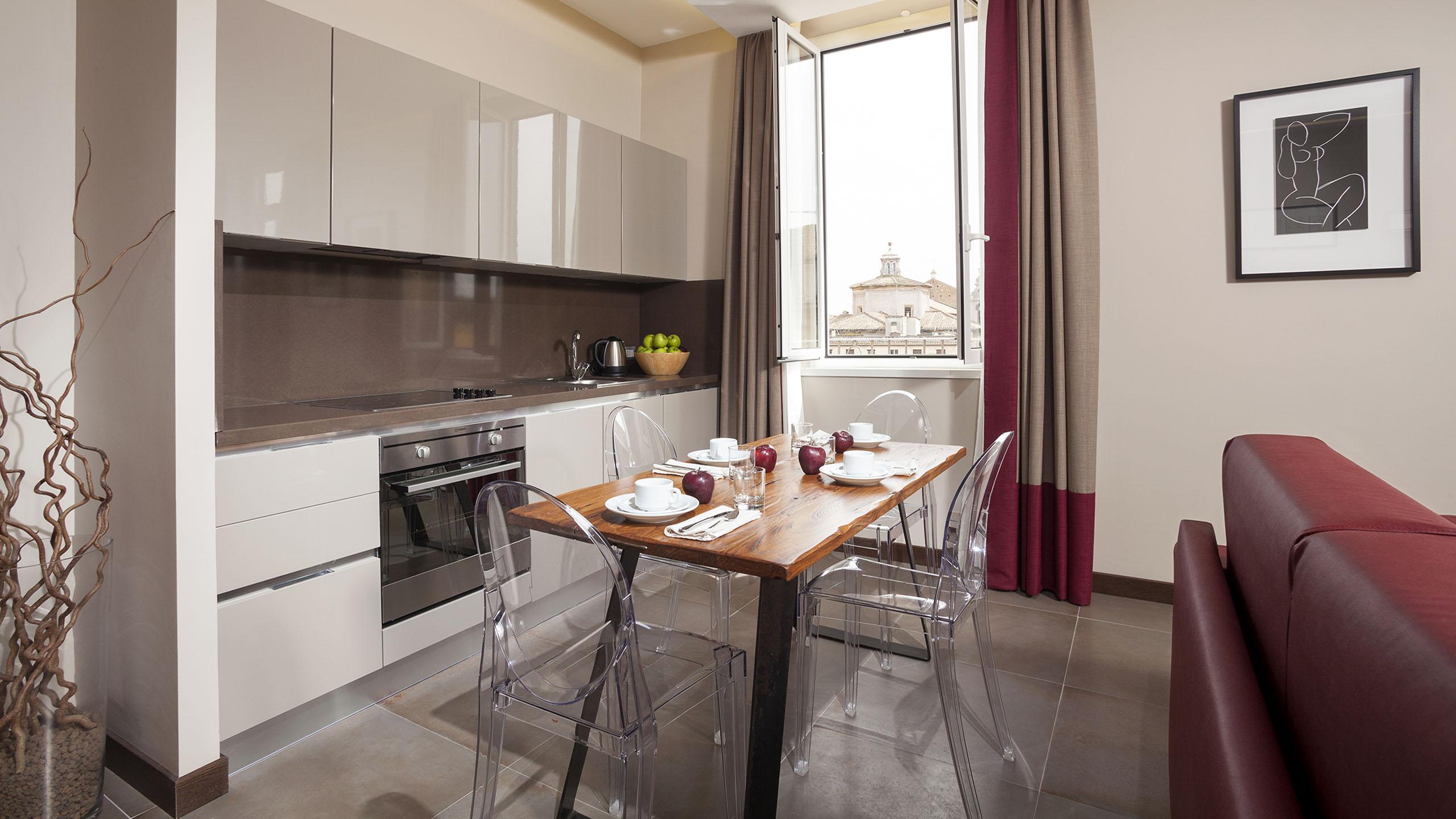 Residence-Trianon-Borgo-Pio-Roma-appartamento-superior-con-balcone-2020-soggiorno-3