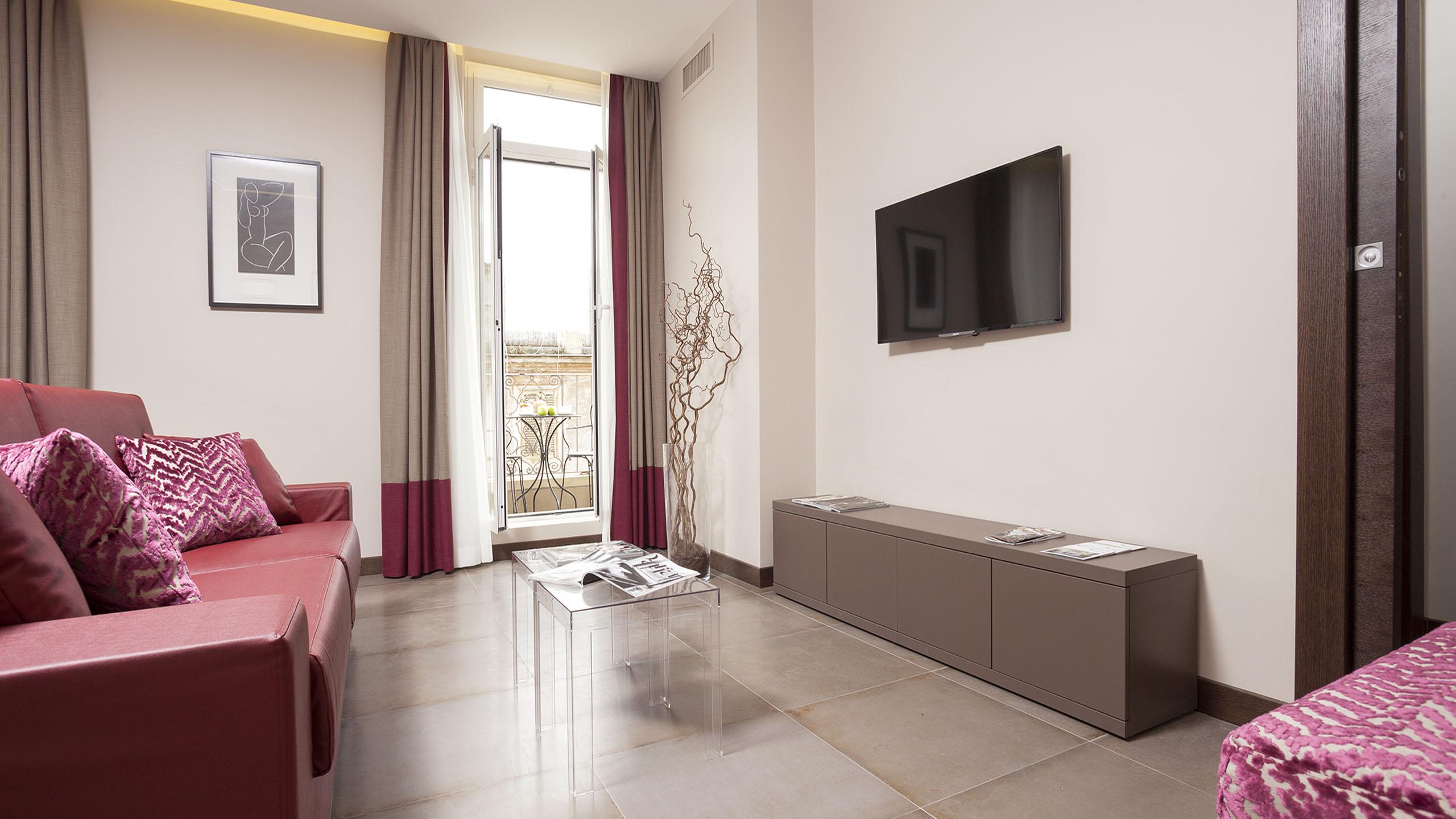 Residence-Trianon-Borgo-Pio-Roma-appartamento-superior-con-balcone-2020-soggiorno-4