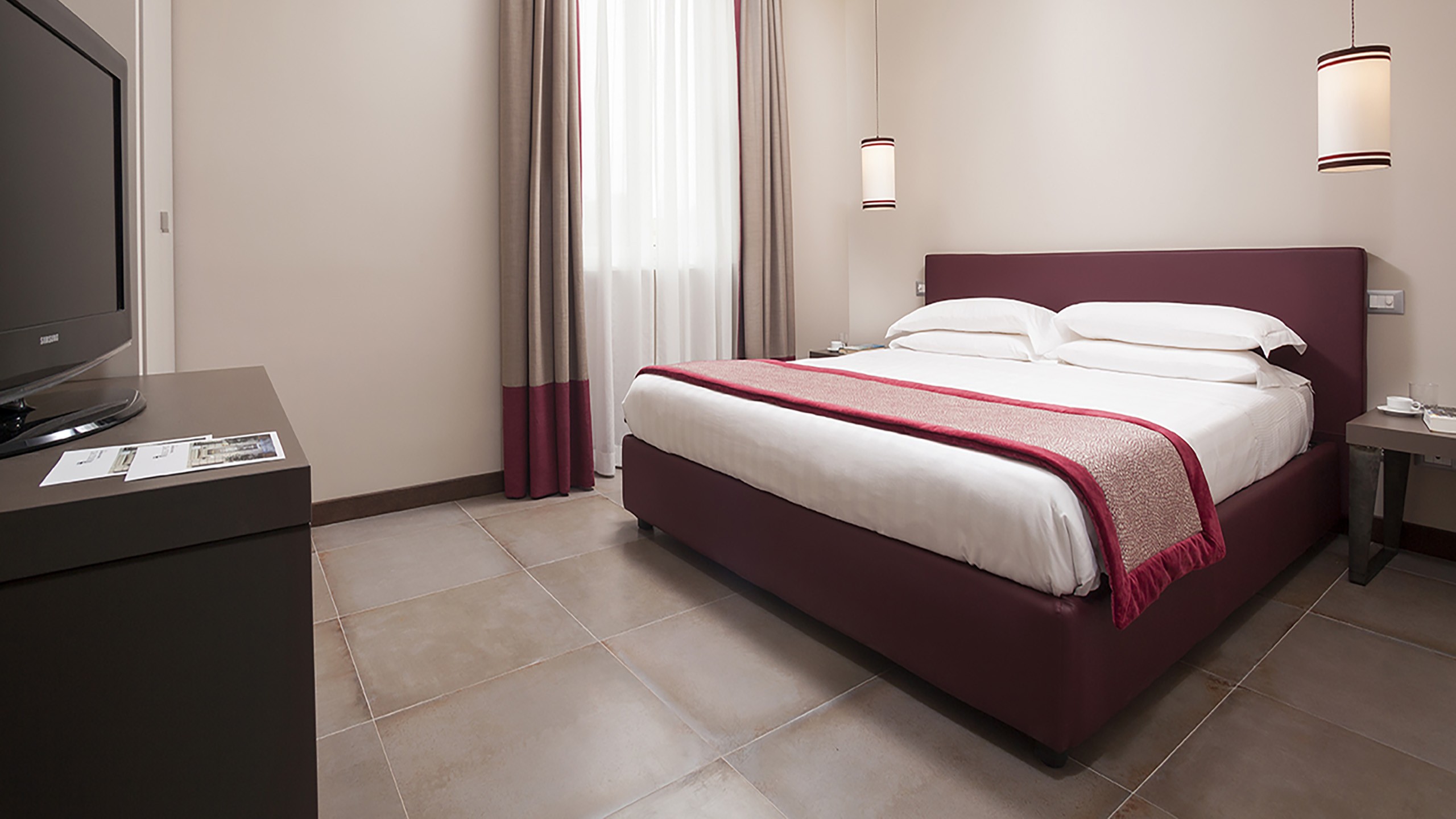 Residence-Trianon-Borgo-Pio-Roma-appartamento-superior-con-balcone-2020-stanza.jpg