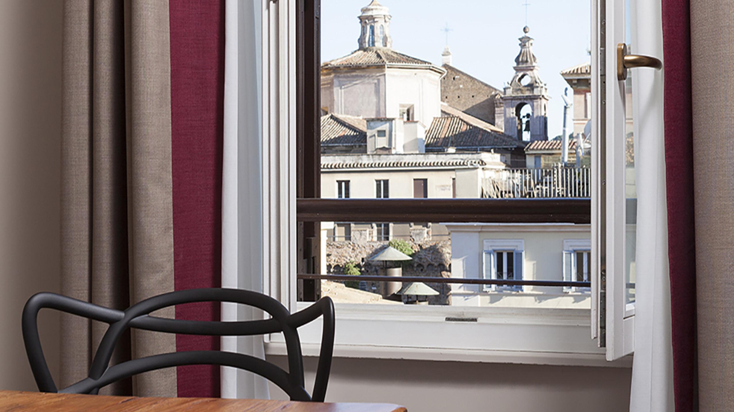 Residence-Trianon-Borgo-Roma-Pio-appartamento-superior-con-terrazza-2020-finestra