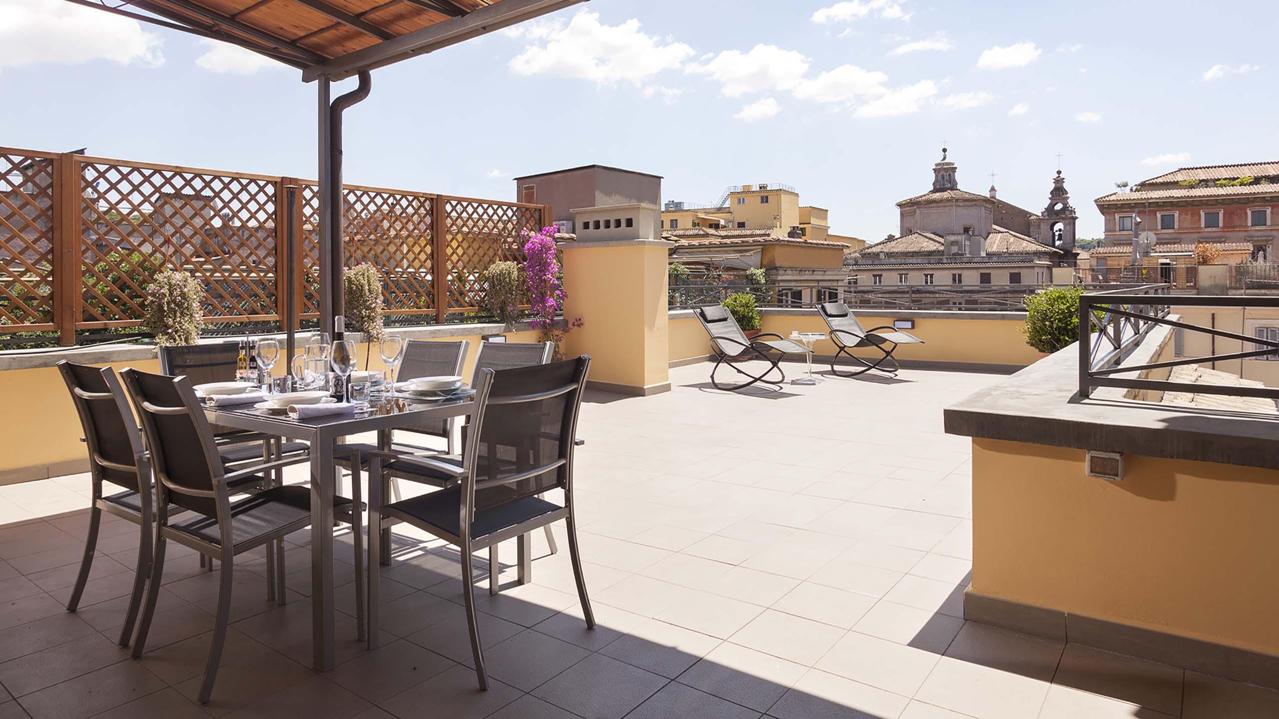 Residence-Trianon-Borgo-Roma-Pio-appartamento-superior-con-terrazza-2020-terrazza