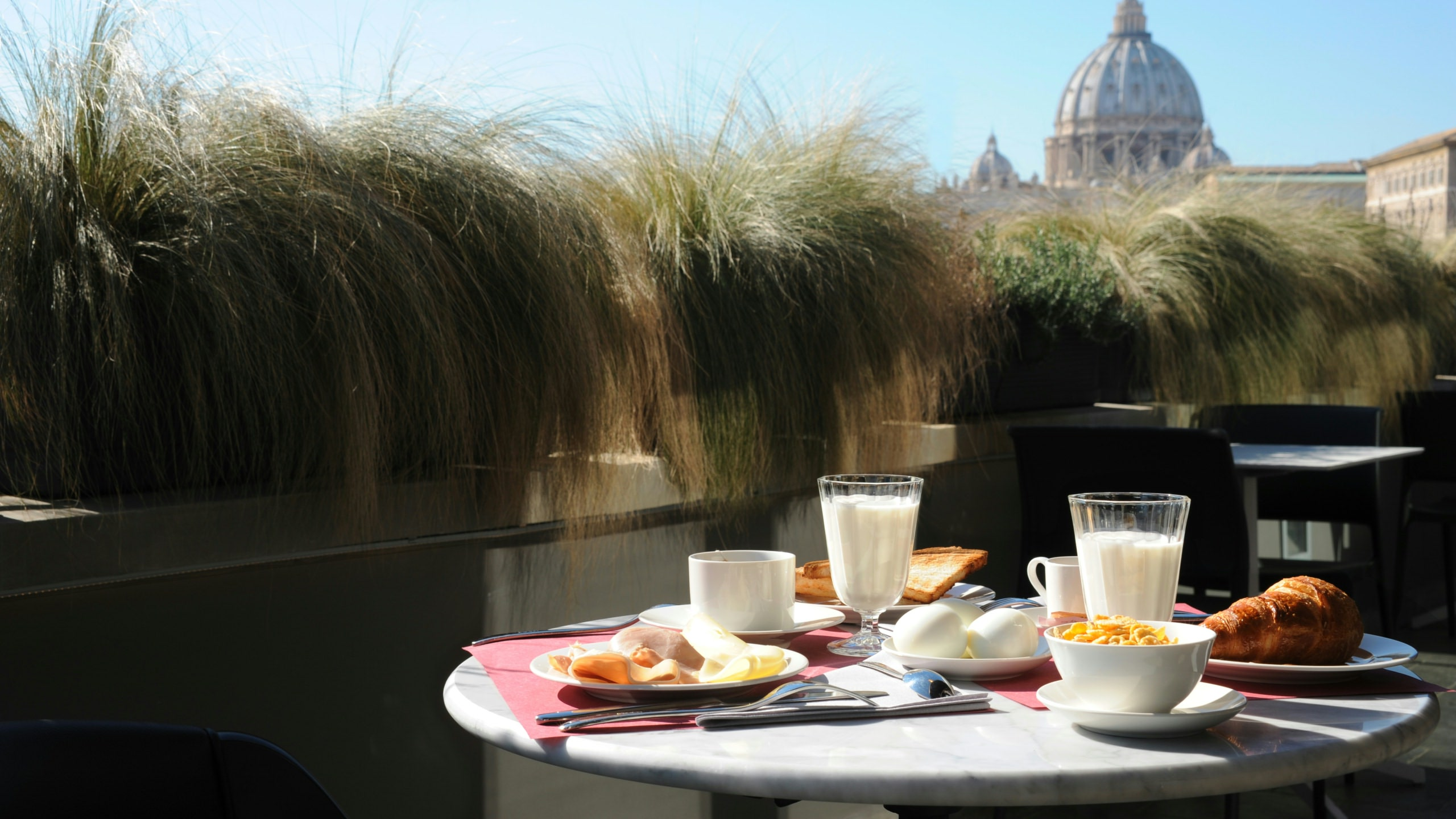 residence-trianon-rome-breakfast-in-terrace-2613