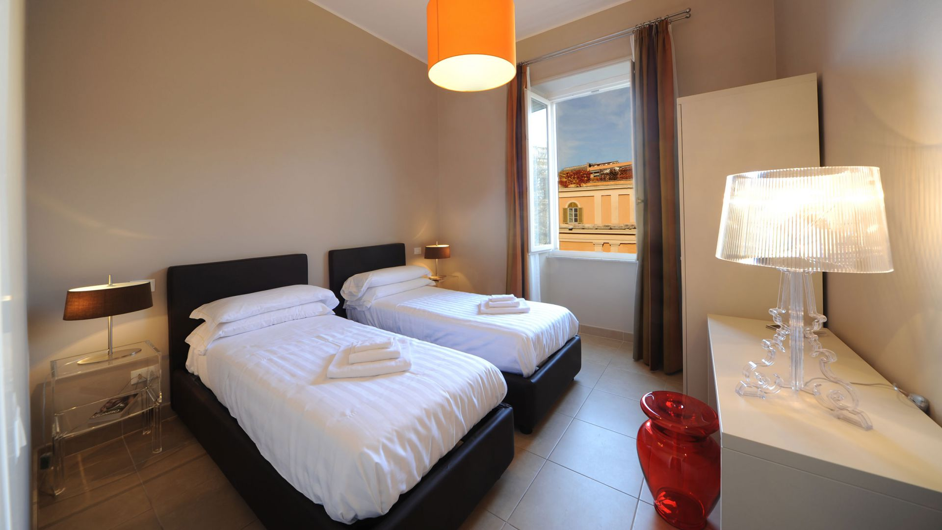 residence-trianon-two-bedroom-apartment-02