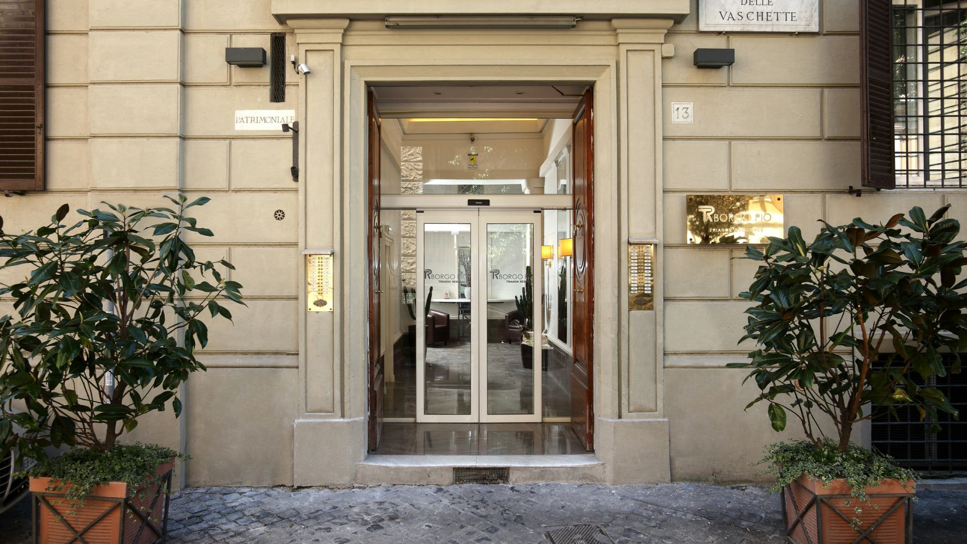 residence-trianon-rome-entrance-57